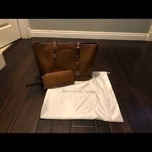 Michael Kors Saffiano Leather Tote Bag/Wallet